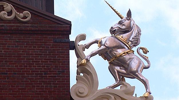 unicorn-statue