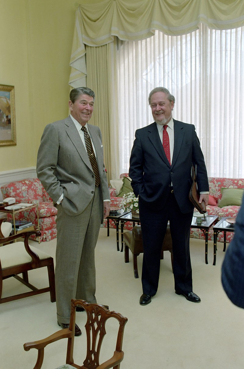 800px-President_Ronald_Reagan_and_Robert_Bork